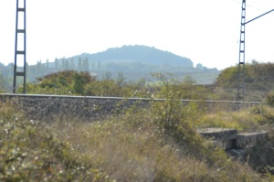 Junto al puente de la carretera a Aldaba, Iza. Previsto desdoblamiento de la vía a la derecha.
