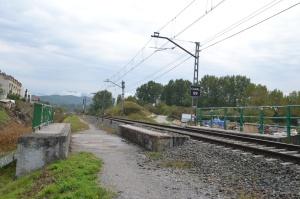 Puente y apeadero de Altsasu. Previsto el desdoblamiento de la via, a la izquierda.