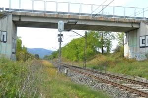 Puente cerca de Iturmendi. Previsto desdoblamiento de la vía a la izquierda.
