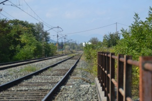 Puente sobre la carretera a Orkoien, en el barrio de San Jorge de Pamplona-Iruñea. En el puente no queda sitio...