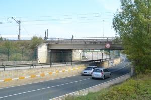 Puente sobre la carretera en el Polígono Industrial de Landaben, en Pamplona-Iruñea.