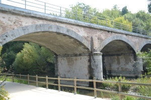 Puente sobre el río Arga en el Polígono Industrial de Landaben, en Pamplona-Iruñea.