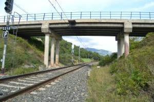 Puente cerca de Lizarragabengoa, Etxarri-Aranatz. Previsto desdoblamiento de la vía a la derecha.