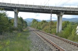 Puente cerca de Arruazu. Previsto desdoblamiento de la vía a la izquierda.