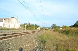 Apeadero de Hiriberri, Arakil. Descatalogado, no se puede utilizar. Previsto desdoblamiento de la vía a la derecha.