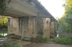 Puente sobre el Río Arakil, en Etxarren, cerca de la empresa Carsal.