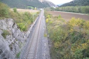 Puente y trinchera a su paso por Errotz, Arakil. Previsto desdoblamiento de la vía a la derecha.