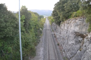 Puente y trinchera a su paso por Errotz, Arakil. Previsto desdoblamiento de la vía a la izquierda.