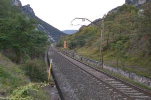 Puente de la carretera cerca de Atondo, Iza. Previsto desdoblamiento de la vía a la izquierda.