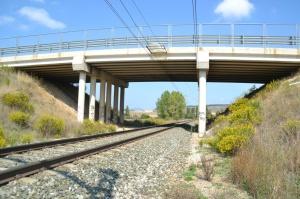 Puente cerca de Beriain. Previsto desdoblamiento de la vía a la izquierda.