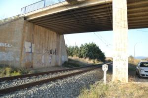 Puente cerca del apeadero de Pitillas. Previsto desdoblamiento de la vía a la izquierda.