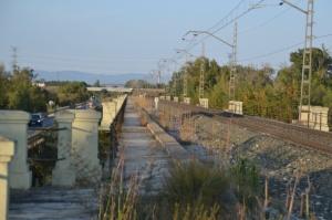 Puente sobre el Río Aragón, en Marcilla. Previsto desdoblamiento de la vía a la izquierda.
