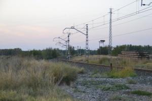 Vista del amplísimo puente sobre el ferrocarril en Castejón.